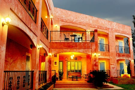 Le bar tarry hotel and homestay - Bed & Breakfast