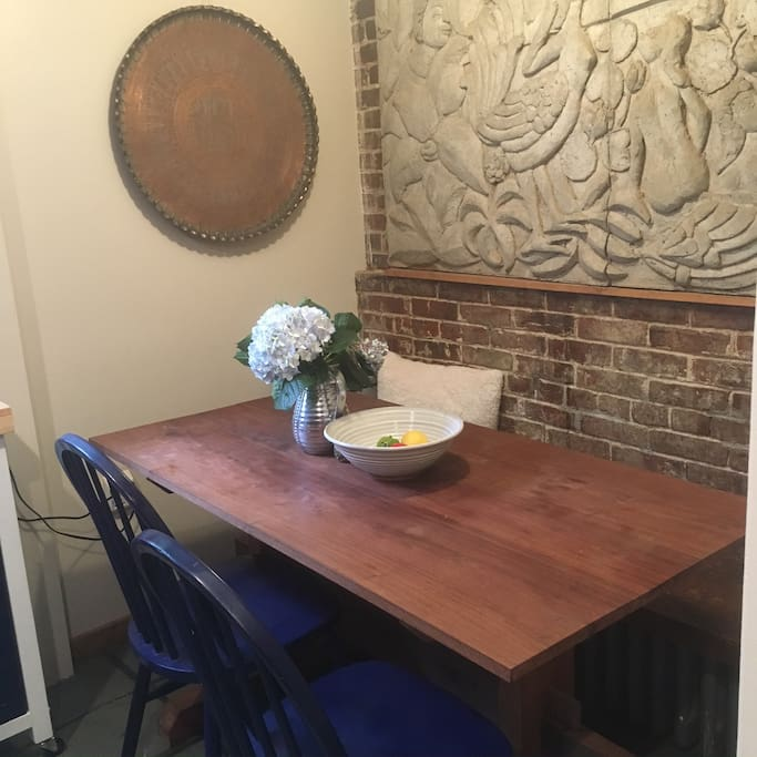 Eat in dining seats 4-5 in the kitchen