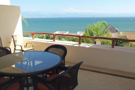 Beautiful condo on the beach - Apartment