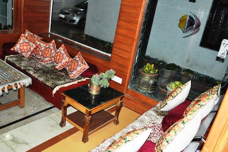 SADAF  INN - Srinagar - Bed & Breakfast
