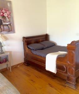 "Chambre au ""domaine de madeleine "" - Carcassonne - Bed & Breakfast"