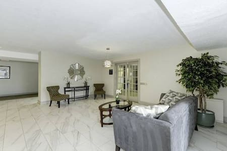 King master suite in 2/2 to share - Great place! - Συγκρότημα κατοικιών