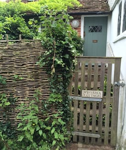 Quirky, stylish 300 year old cottage hidden in Rye - East Sussex - Huis