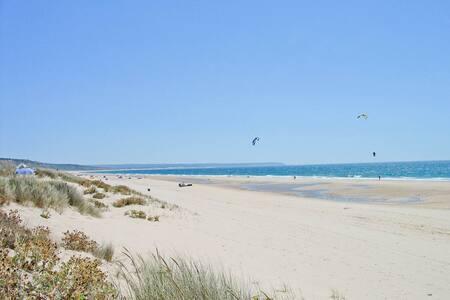 Cosy. Quiet. Complete. 10min walk from the Ocean! - Apartemen