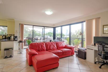 Premium 2 bed apartment w stunning city views - East Brisbane
