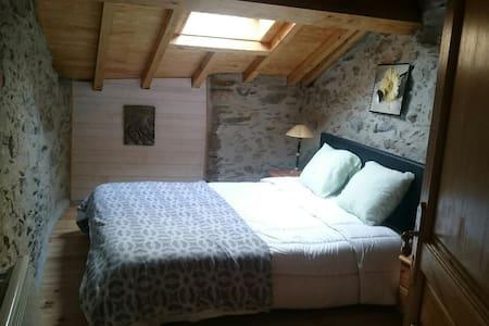Grange de montagne en pierre et bois rénovée - Goulier - House