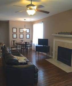 Private Room in a cute, north Indianapolis condo - Apartamento