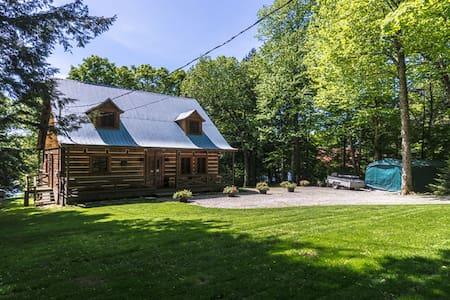 Lakefront cottage in Montebello QC - Kisház