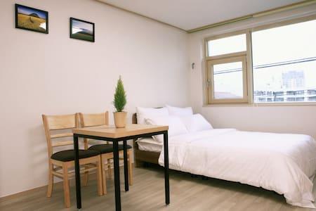 공항10분거리 고급주거지역.아늑하고 포근한숙소 - Bed & Breakfast