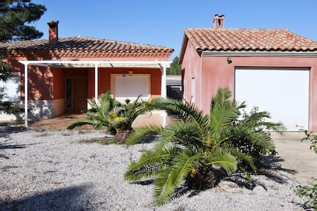 Spacious villa with a terrace - La Pobla Tornesa