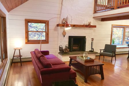 Scandi Style Log Cabin with Wood Fired Hot Tub - Casa