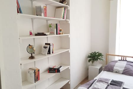 Nice little room – near Kudamm, ICC - Berlin - Apartment