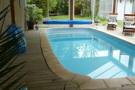 Grande maison avec piscine privée et chauffée - House