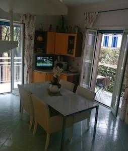 Appartamento accogliente fra pineta e mare - Lägenhet