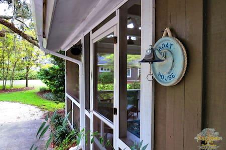 Romantic Nautical Cottage - Wadmalaw Island