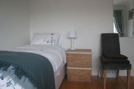 Very comfortable room, quiet area - 民宿