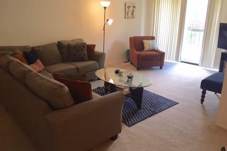 Cozy & Contemporary Condo near Airport - Apartamento