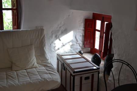 La Paloma..... Simply charming studio cottage - Montejaque