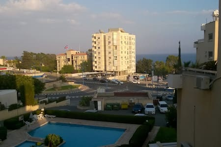 Cozy 2 bed apartment opposite the Beach - Germasogeia