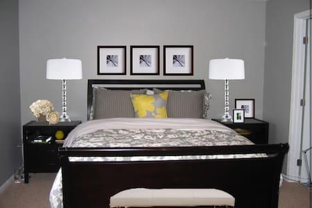 Private room in quiet Pomona area - Pomona