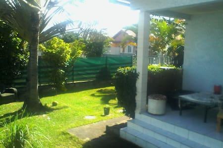 Maison au calme vue montagne et mer avec Jardin - Ház