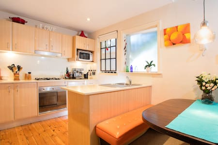 Surf, swim, breathe, relax and enjoy Manly - Apartment
