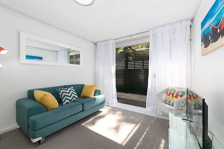 Self-contained apartment, available all year round - Hamilton