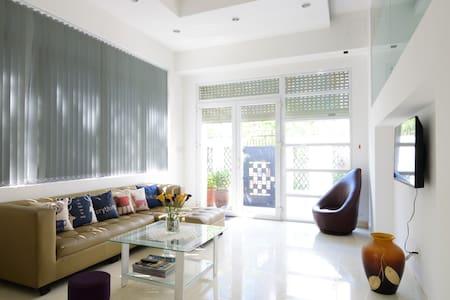 Cozy room in a big spacious villa (room #001) . - Ho Chi Minh City