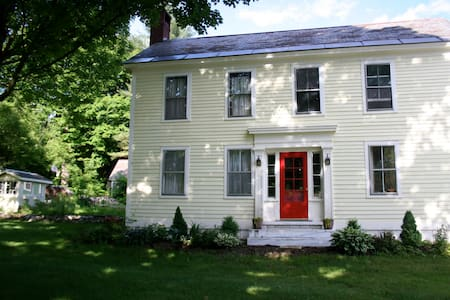 Classic VT home near skiing and outdoor pursuits - Hus