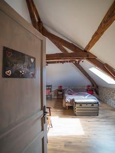 Maison d'hôtes de Gondou - Ecuries de St Maurice - Bed & Breakfast