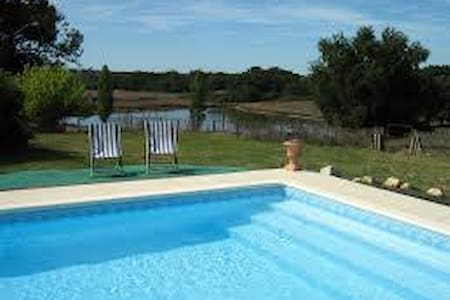Charming farm/swim. pool - 35 min from Bordeaux P - Montlieu-la-Garde - Gästehaus