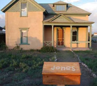 Indianna Jones Bed and Breakfast - Antonito - Bed & Breakfast