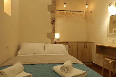 Renovated room in old harbour at Chania - Appartamento