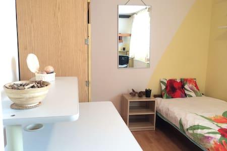 Pokój do wynajęcia/room for rent - House