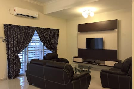 Clean New house in Town - Sitiawan - Casa