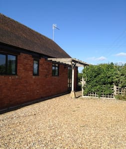 Pool Meadow Cottage - Honington