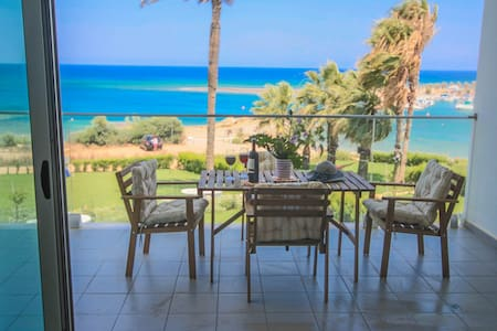 Beachfront Apt. with Front Seaviews - Paralimni - Leilighet