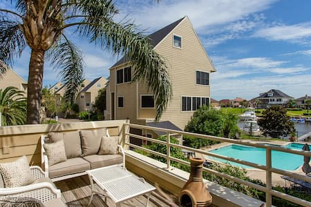 Cozy Water View Lodge w/ Pool (3/3.5) - League City - Townhouse