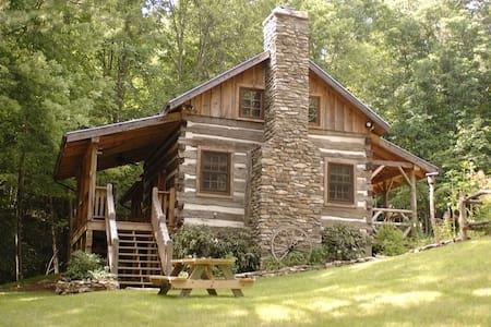 Antique Log Cabin Near Boone - Fleetwood - Cottage
