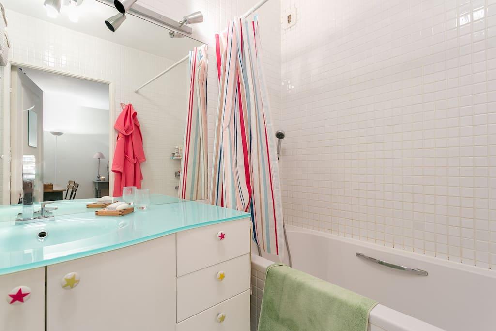 Spacious apartment 60m for 2 appartements louer - Centre commercial porte de saint cloud ...