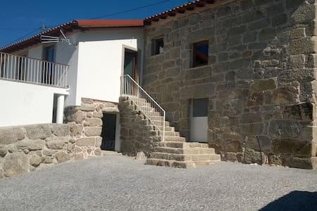 Maison pierre rénovée dans village
