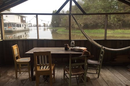 Sinker Cypress Houseboat on Basin - Breaux Bridge - Cabaña