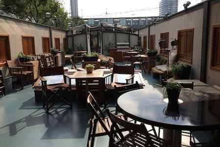 B&B rooms onboard luxury barge - London - Bed & Breakfast