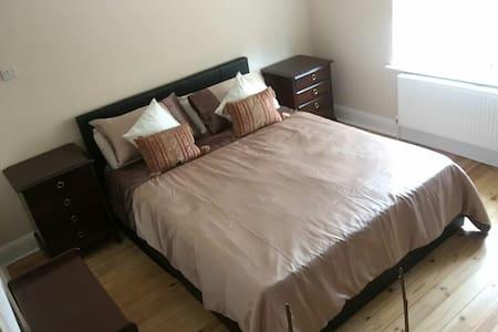 Golden Room - Ipswich - House