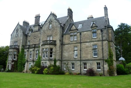 Exceptional & Enchanting Castle Apartment - Dunfermline