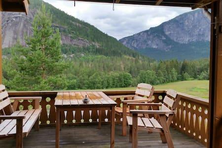 Koselig liten hytte i Valle i Setedalen - Blockhütte