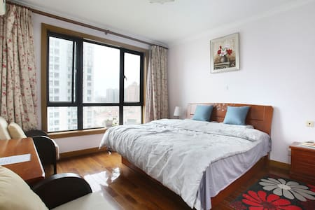 Cats in! Shared/entire 3br apartment in downtown - Wohnung