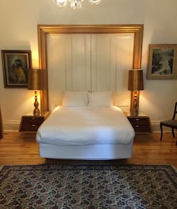 Fabulous Room -historic home (UofO) - Huis