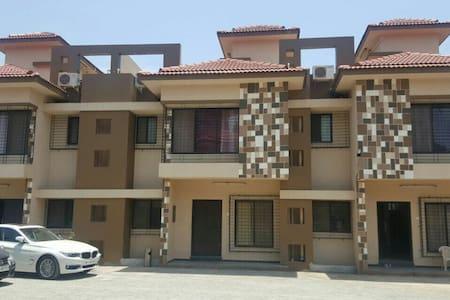 3bhk Row House - Khot Villa - Lakás