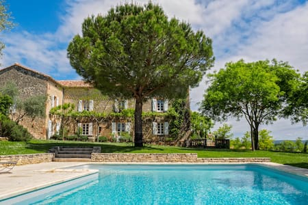 Tarn French farmhouse/heated pool - House